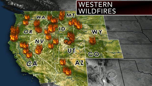 截至2013年8月19日在美国西部燃烧的野火的图像。