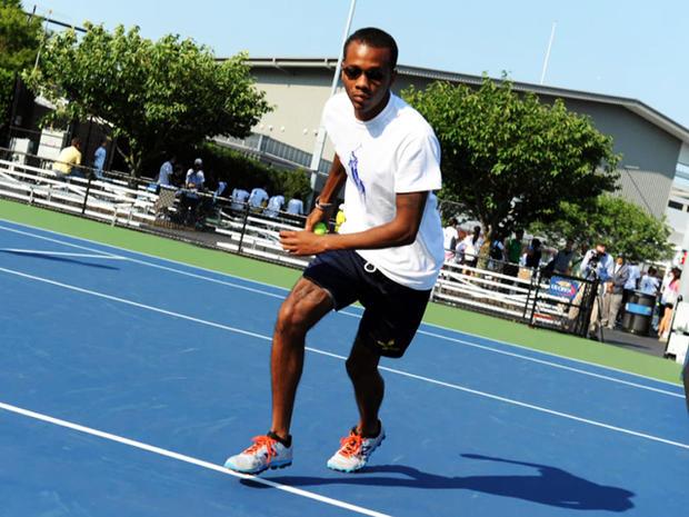 安杰洛安德森正在美国公开赛上追逐网球。