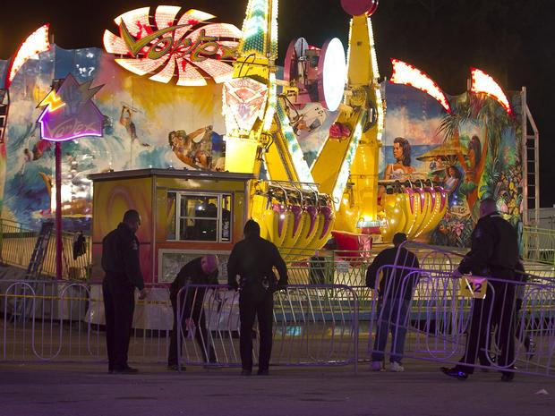 Fairgrounds警方在事故发生后于晚上9点关闭后,在Vortex周围设置了一个街垒。 2013年10月24日星期四,在北卡罗来纳州罗利举行的N.C.州博览会上,周四晚上在北卡罗来纳州博览会上发生了一起事故,将5人送往医院;据报道,2人情况危急