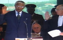 1994: Nelson Mandela sworn in as President of South Africa