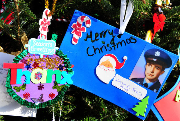 Vietnam memorial gets Christmas tree