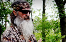"""Duck Dynasty"" merchandise back on Cracker Barrel shelves"