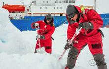 Chinese helicopter cleared to begin airlifting passengers from icebound ship in Antarctic
