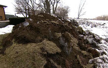 Ice jams moving ashore in Midwest, threatening homes