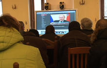Ukrainians in Kiev listen to Putin in disbelief