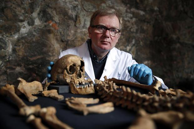 Plague victim skeletons found beneath London subway