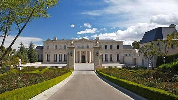 Huge mansion fetches hollywood record price cbs news for Mansion house price