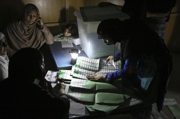 Afghans vote despite threat
