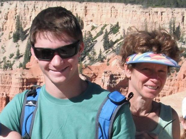 佩莱和他的妈妈在户外享受