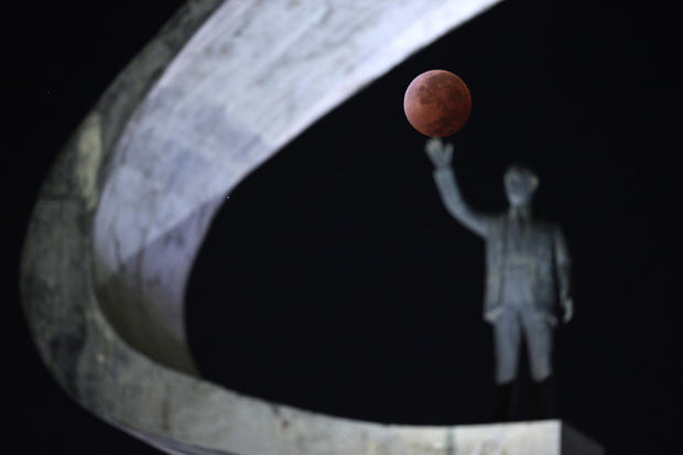 """Spectacular views of the """"Blood Moon"""""""