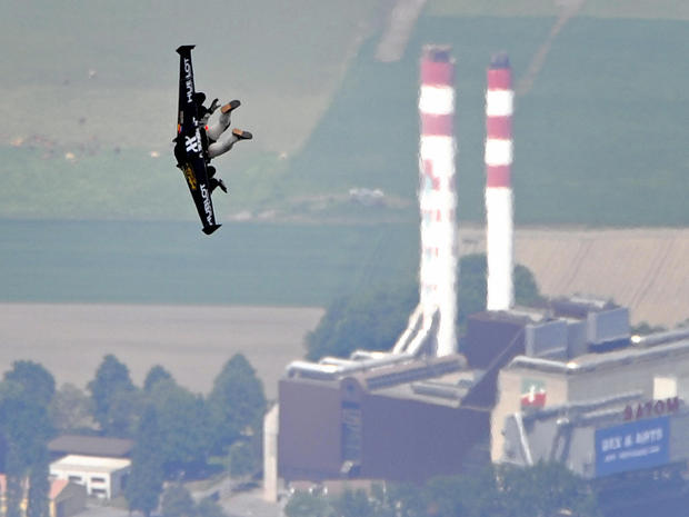 Jet packs in flight and fiction