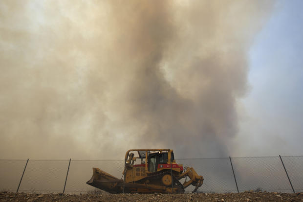 California battles 1,000-acre wildfire