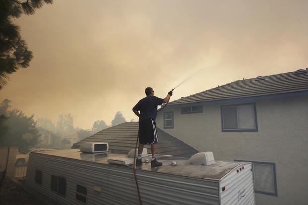 California battles 1,000-acre wildfire