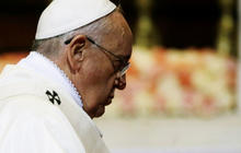 Pope Francis cautiously approves action to stop ISIS