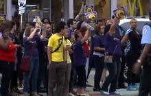 Chicago fast food workers protest wages