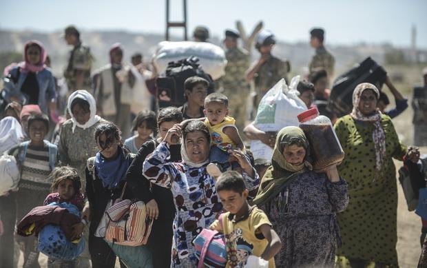 Syrian refugees flood into Turkey