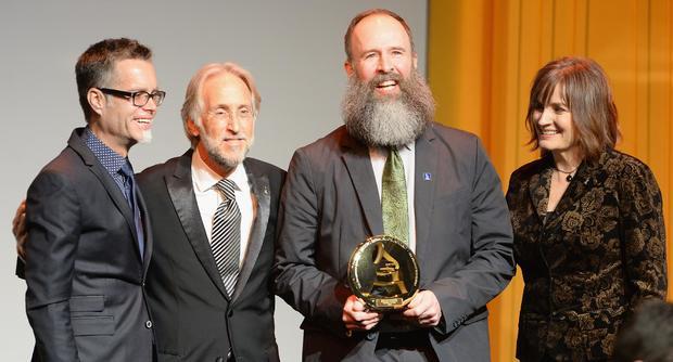 加利福尼亚州洛杉矶 -  1月25日:格莱美基金会主席Rusty Rueff,录音学院院长/首席执行官Neil Portnow,肯特Knappenberger和国家录音学院董事会主席Christine Albert在特别优异奖颁奖典礼上作为第56届的一部分格莱美颁奖典礼于2014年1月25日在加利福尼亚州洛杉矶举行