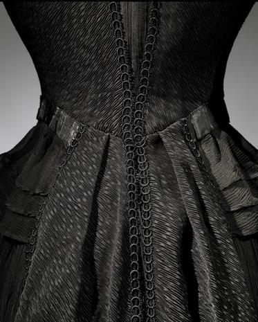 Fashion of mourning