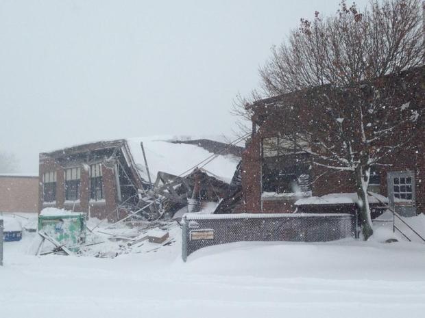 水牛 - 雪 - 屋顶collapse.jpg