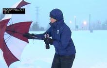 Powerful wind, snow batter Connecticut