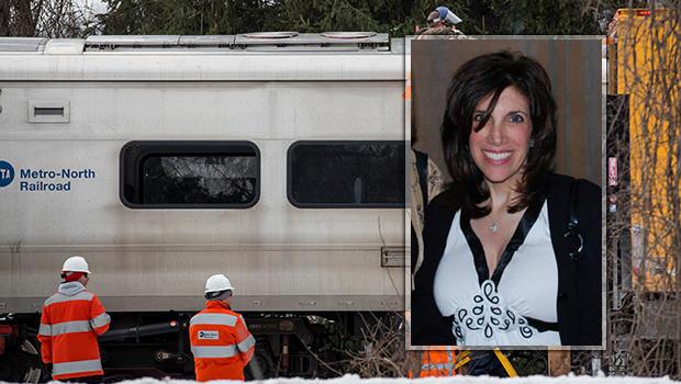 2015年3月,当通勤列车袭击她驾驶的SUV时;五名火车乘客也在火热的碰撞中丧生