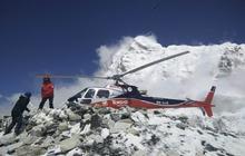 Everest quake devastation