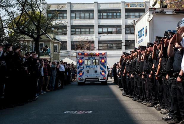 salute2015-05-04t200005z1868074777gf10000084104rtrmadp3usa,纽约警察,shot.jpg