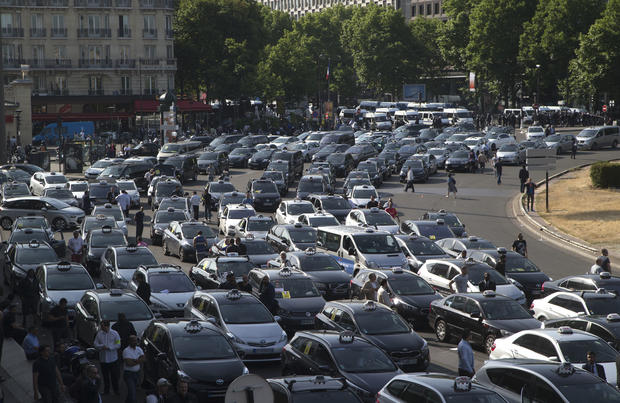Anti-Uber French taxi drivers