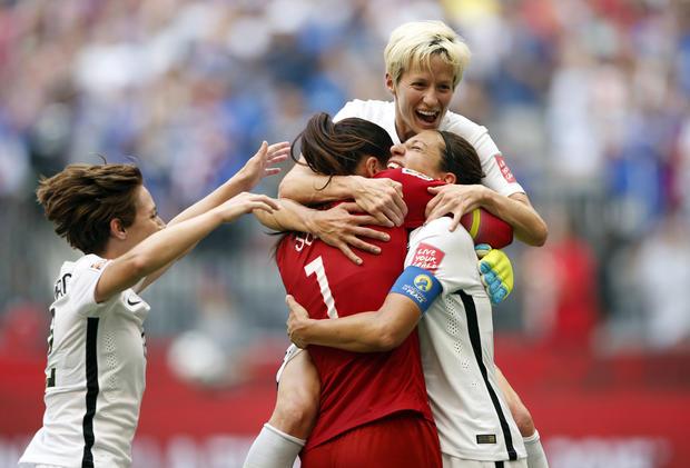 2015-07-05t235010z1110619751nocidrtrmadp3soccer-妇女S-世界杯决赛中,日,AT-UNITED-states.jpg