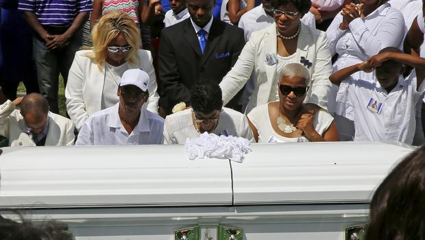 hundreds of mourners say goodbye to sandra bland cbs news