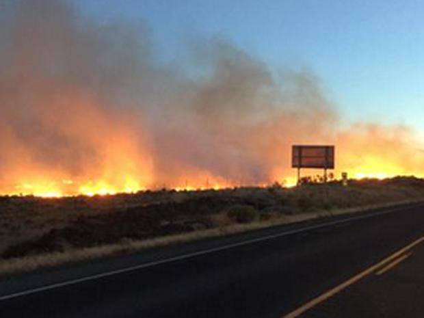 2015年8月4日,澳门太阳城赌场罗斯福附近可以看到快速移动的草火的火焰。