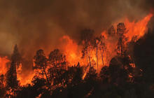 Wildfire rages near Yosemite National Park