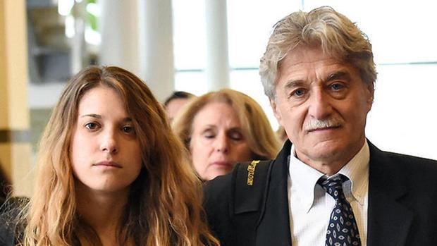 Jenna和Robert Neulander博士来到法庭。