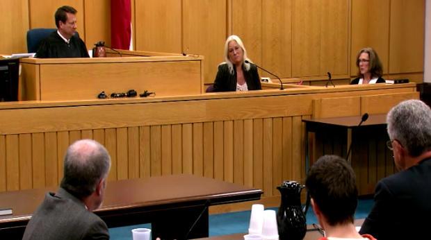 约翰娜汉森在法庭上为她女儿的杀手提供了收件人