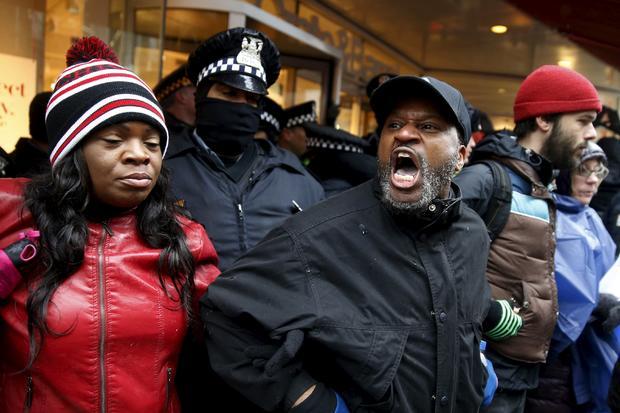 2015-11-27t203906z1831986773gf20000076739rtrmadp3usa种族 - 芝加哥protests.jpg