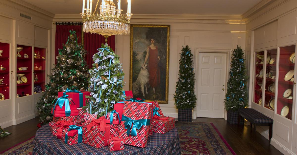 Fashion designers create White House holiday decorations ...