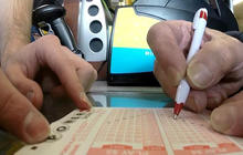 Canadians rush to U.S. for Powerball tickets