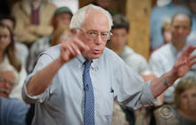 Bernie Sanders closes in on Hillary Clinton in Iowa