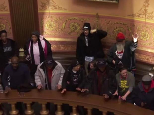 2016年1月14日,密歇根州国会大厦的示威者抗议州长Rick Snyder对弗林特水危机的抗议