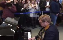 Elton John surprises London commuters with performance