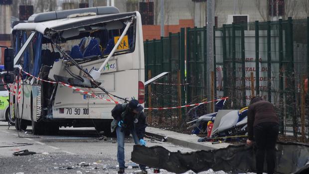 france school bus crash with truck kills students in rochefort on atlantic coast cbs news. Black Bedroom Furniture Sets. Home Design Ideas