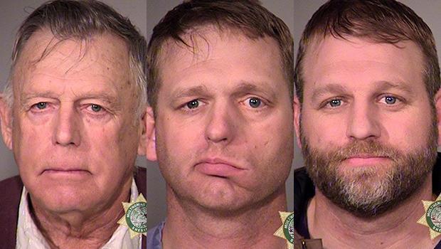 Cliven Bundy,左,和儿子Ryan Bundy,中心和Ammon Bundy在俄勒冈州波特兰市Multnomah县警长办公室发布的警方监狱预订照片中看到。 Cliven Bundy于2016年2月10日被捕,他的儿子于201年1月26日被捕
