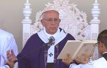 Pope Francis jumps into immigration discussion