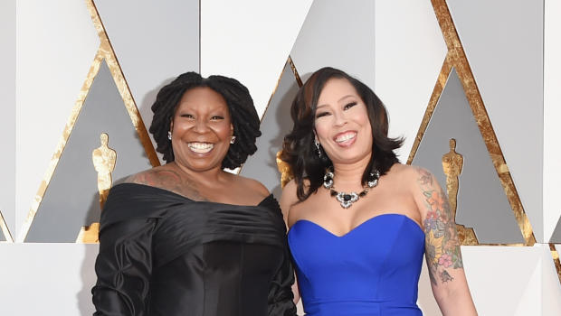 Oscars 2016 whoopi goldberg confused for oprah winfrey for Whoopi goldberg tattoo