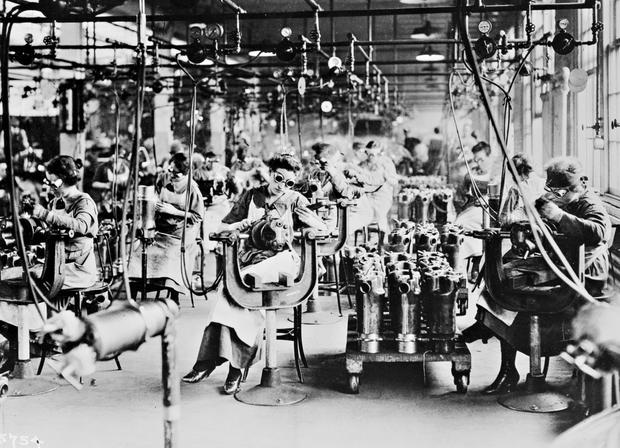 Early Voting Part 2 >> Women in the workplace - Early 20th century women in the workplace - Pictures - CBS News