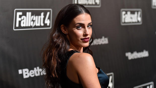 lowndes online dating In a series of instagram posts over the weekend, 90210 star jessica lowndes revealed that she has been in a romantic relationship with.