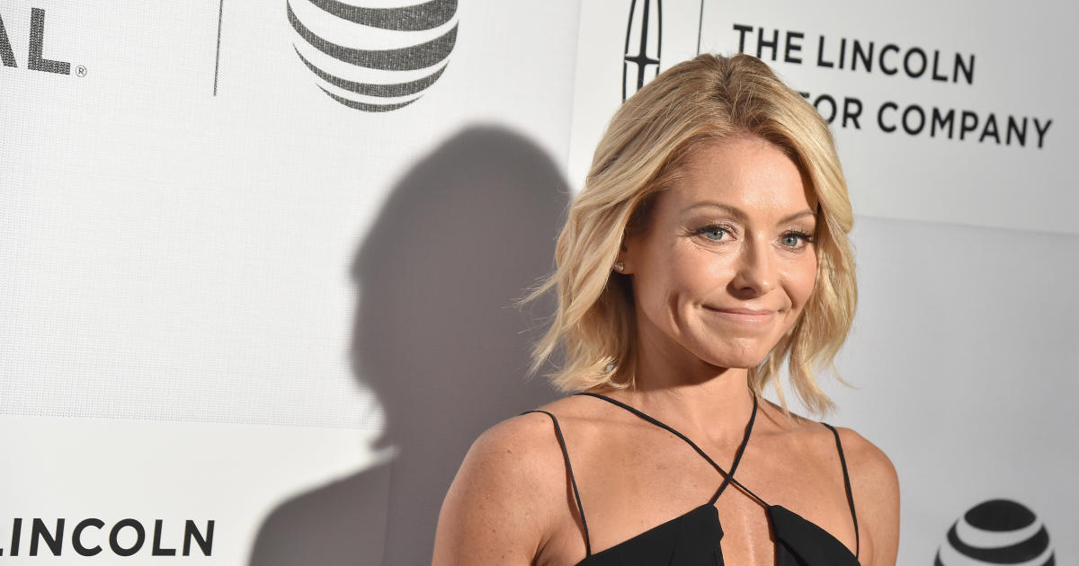 """Kelly Ripa starts searching for new """"Live"""" co-host - CBS News"""