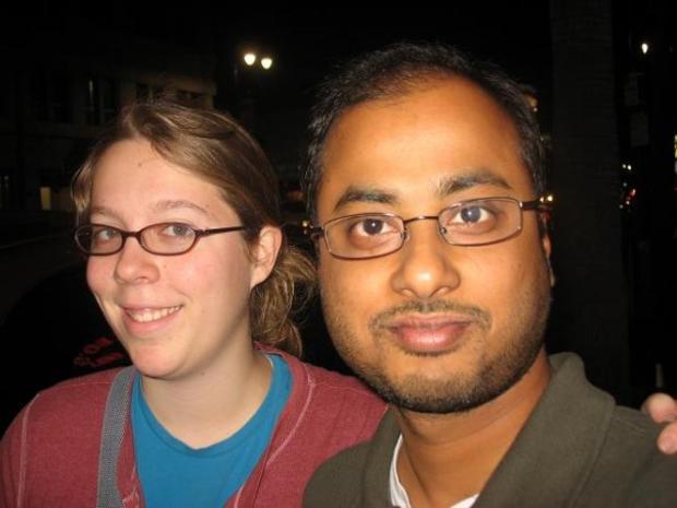 照片显示Ashley Hasti和Mainak Sarkar
