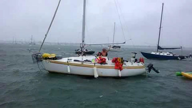 2016年6月18日,在美国海岸警卫队发布的这张照片中,在佛罗里达海岸附近的墨西哥湾可以看到载有Ace Kimberly及其失踪家人的29英尺帆船。