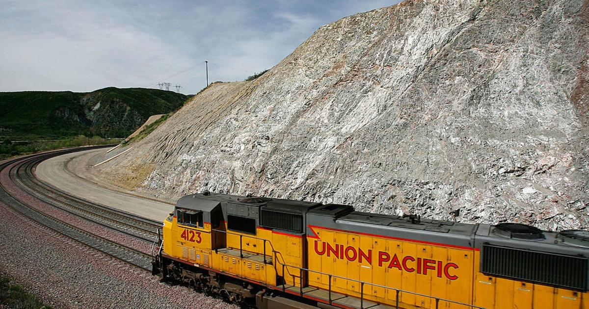 Union Pacific's profit falls 19 percent as volume slows - CBS News